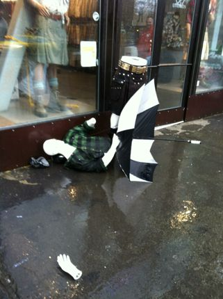 Utilikilt Damaged Dummy Display