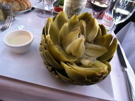 Steamed artichoke in bordeaux