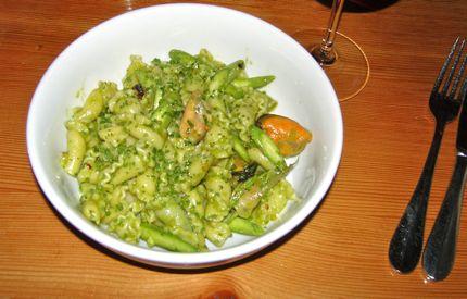 Tavolata Asparagus and Mussel Pasta