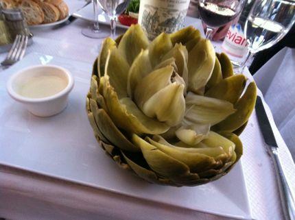 Steamed artichoke in bordeaux