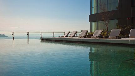 Four seasons hotel seattle infinity pool